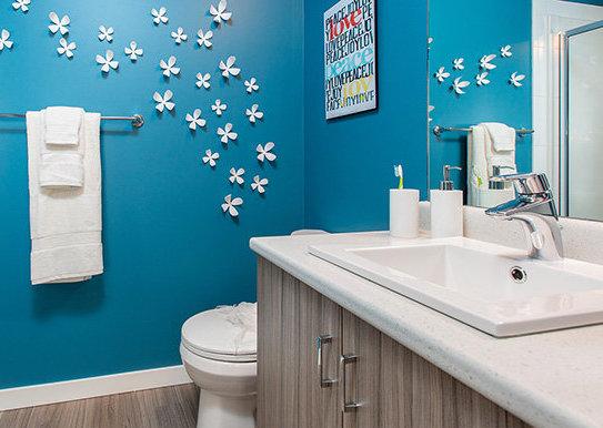 695 Academy Way, Kelowna, BC V1V 3A4, Canada Bathroom!