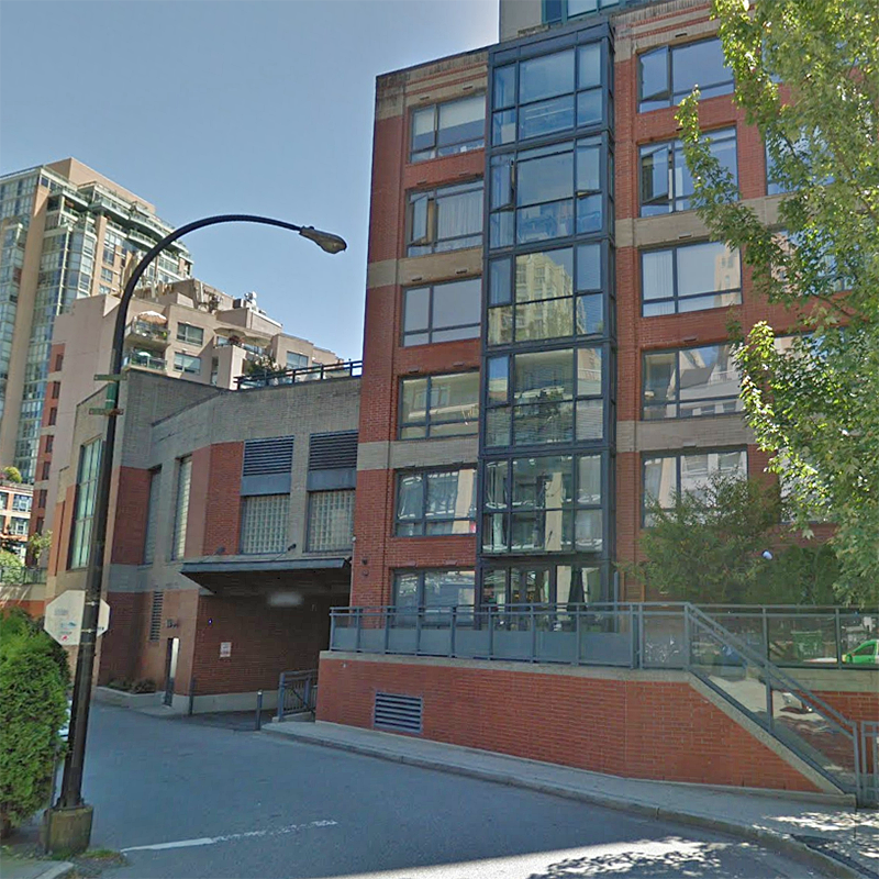 Parkview Towers - 289 Drake St.!