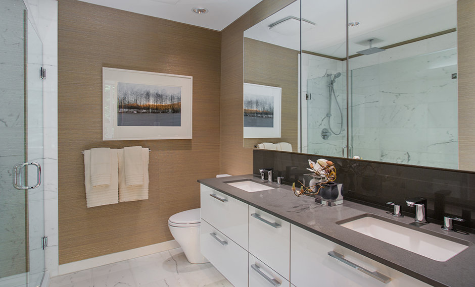 Display Suite Master Bathroom!