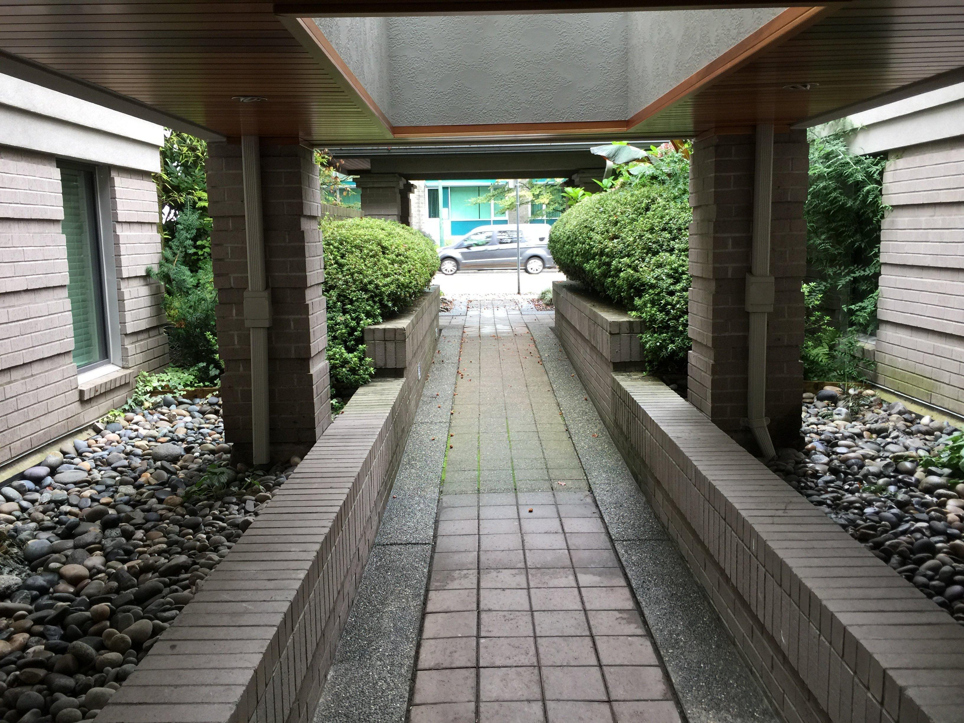 Connaught Gardens Entrance!