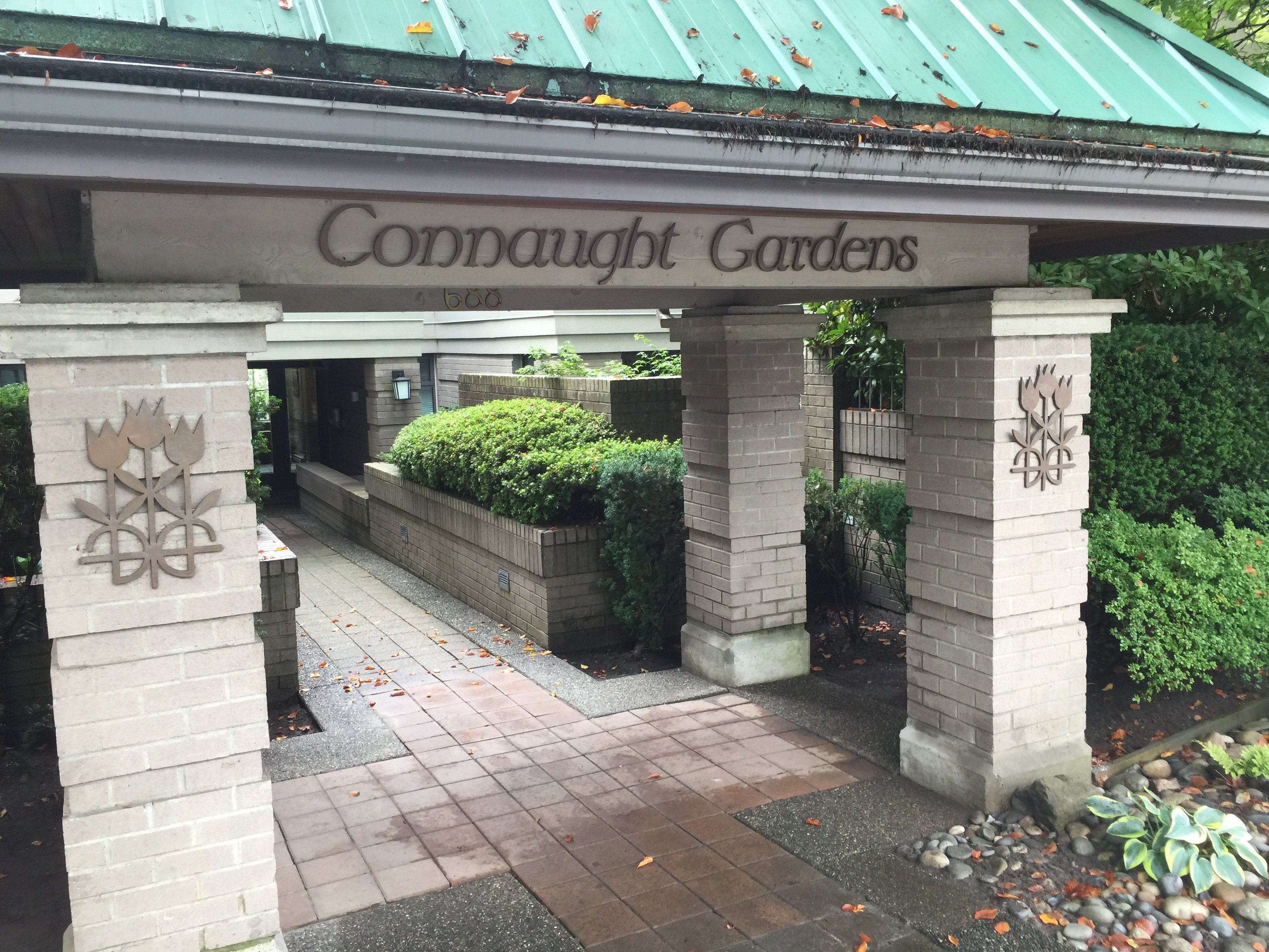 Connaught Gardens Entrance!