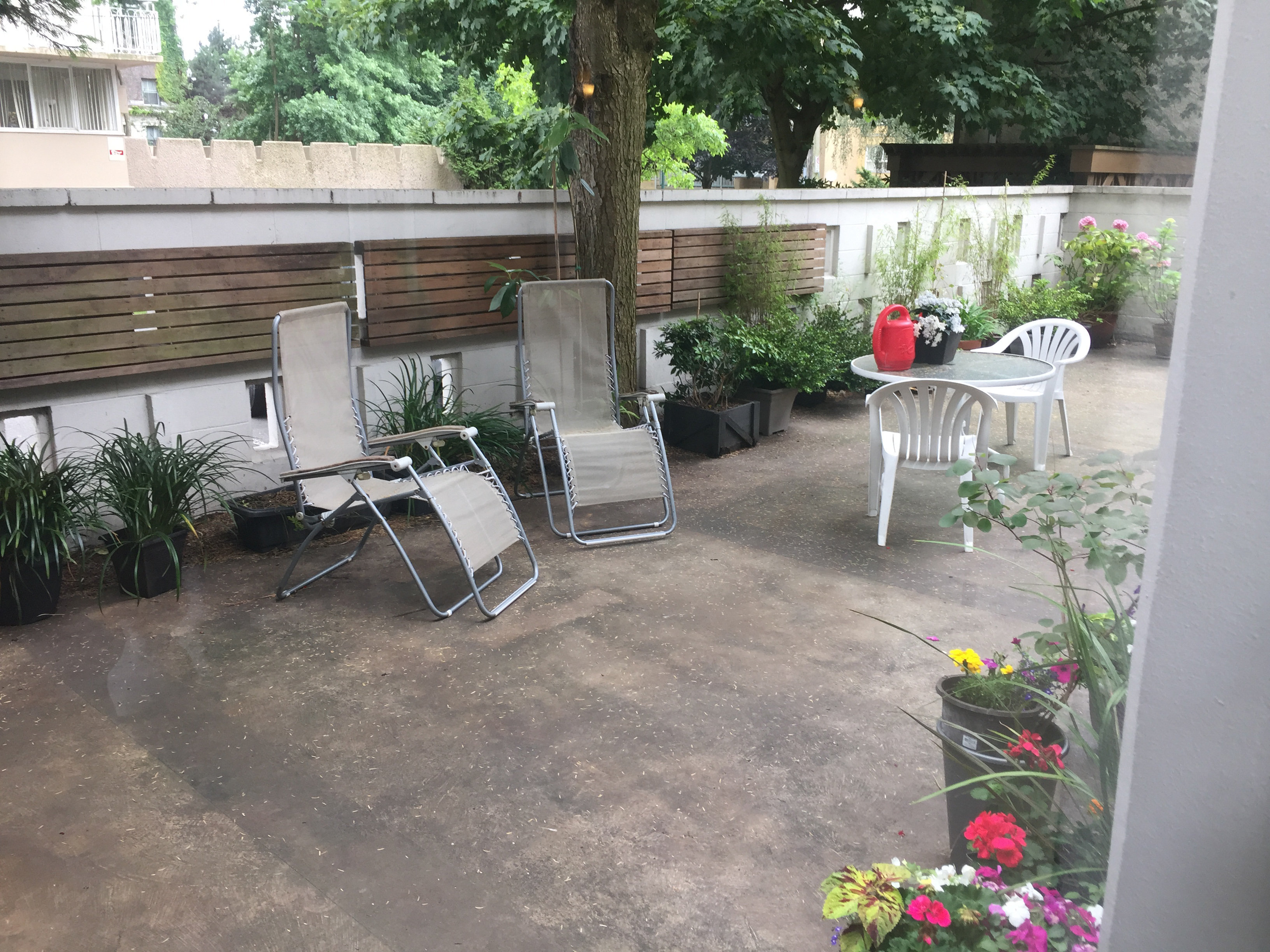 1850 Comox Amenity Patio!