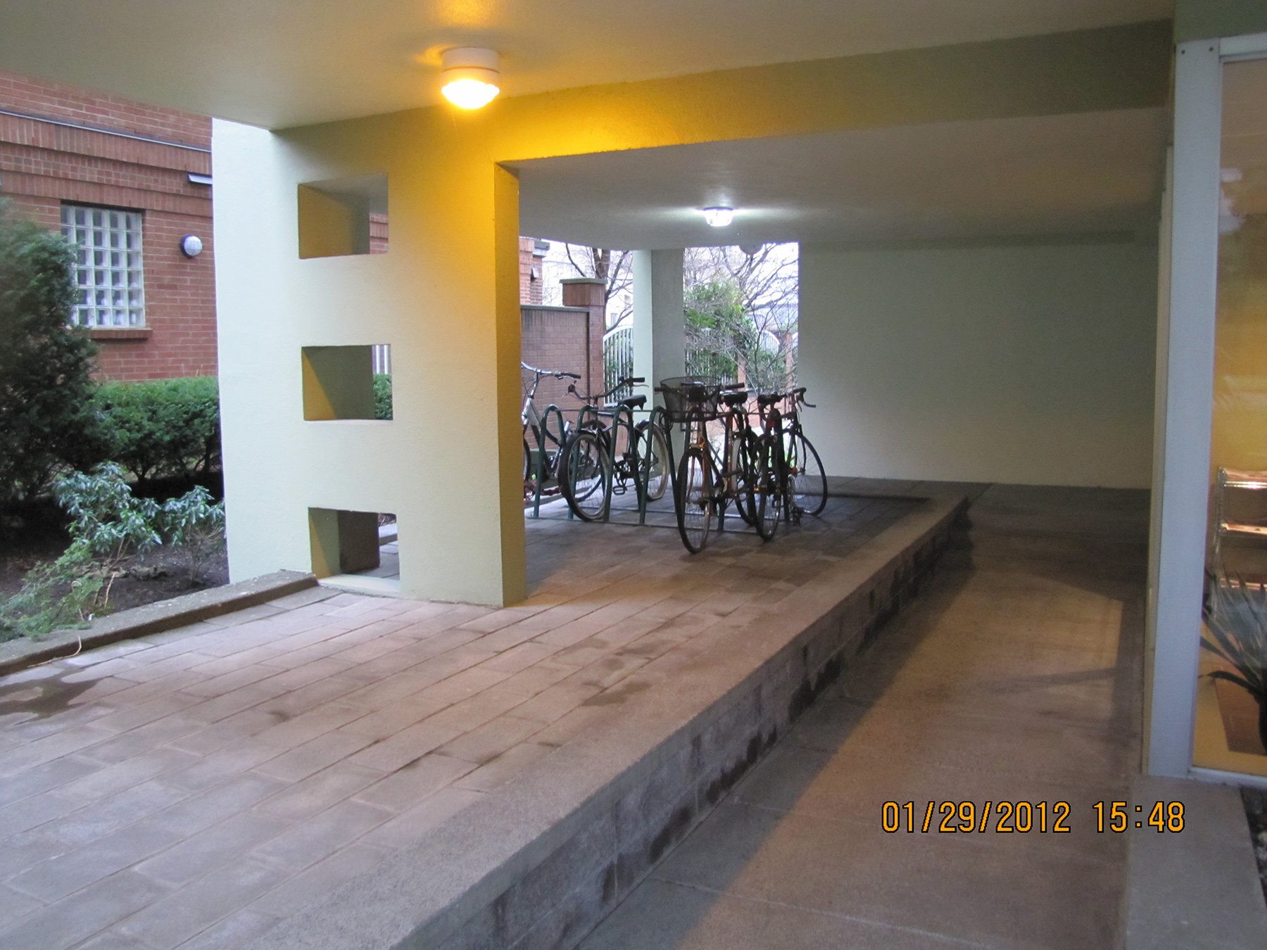 1534 Harwood Street Bike Rack At Entrance!