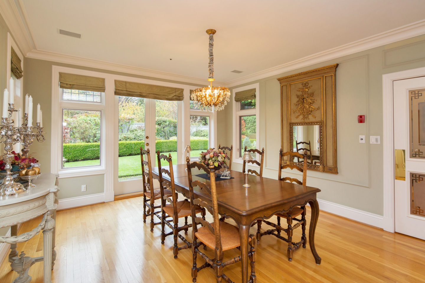 1323 The Crescent Dining Room!