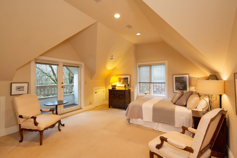 1323 The Crescent Master Bedroom!