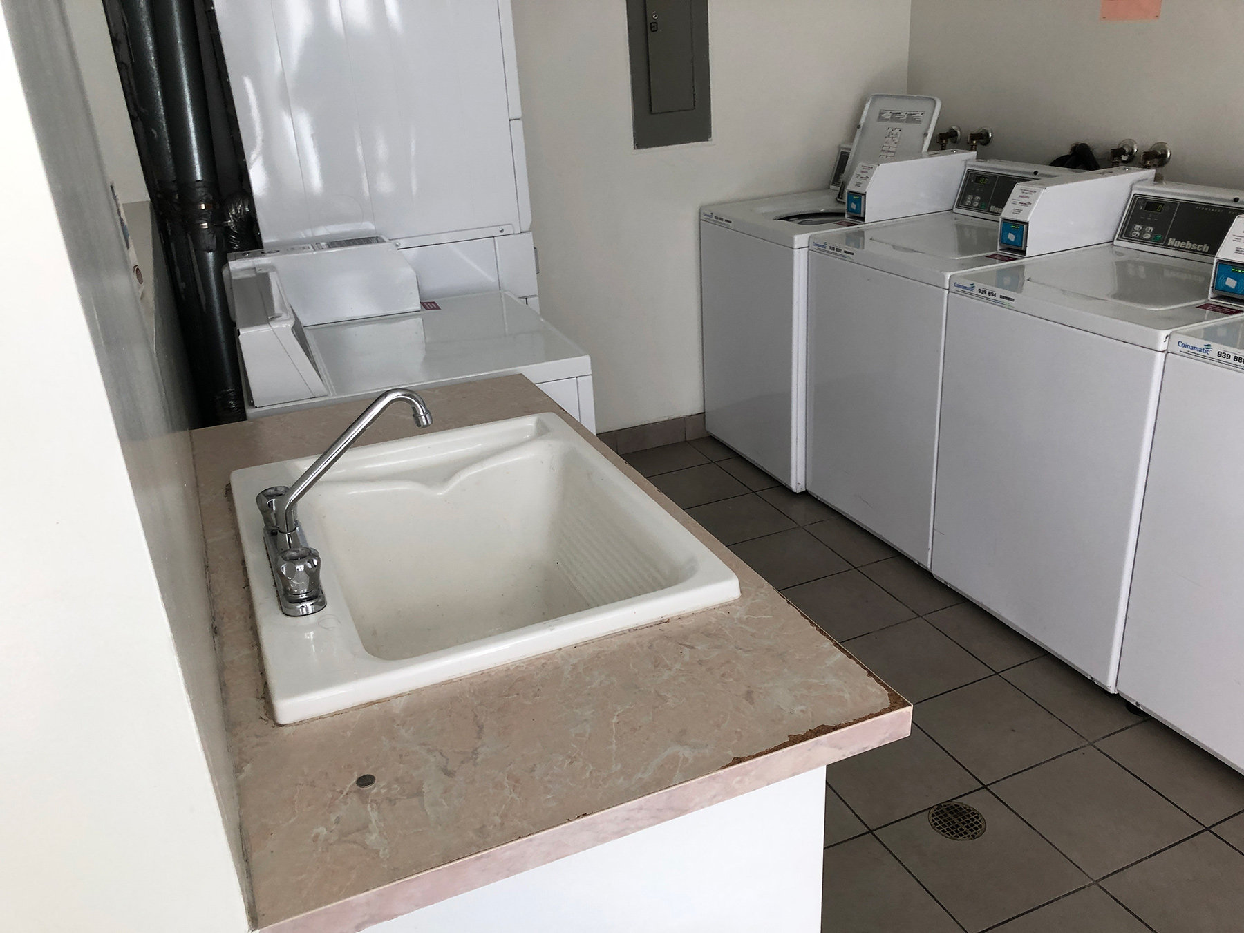 1040 Pacific Laundry Room!