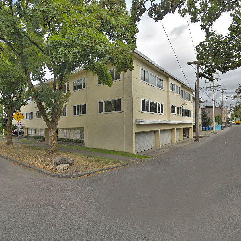 Boulevard Manor - 6080 East Boulevard!