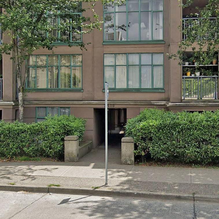 Gardenia Villa - 2418 E Broadway - Typical part of the complex!