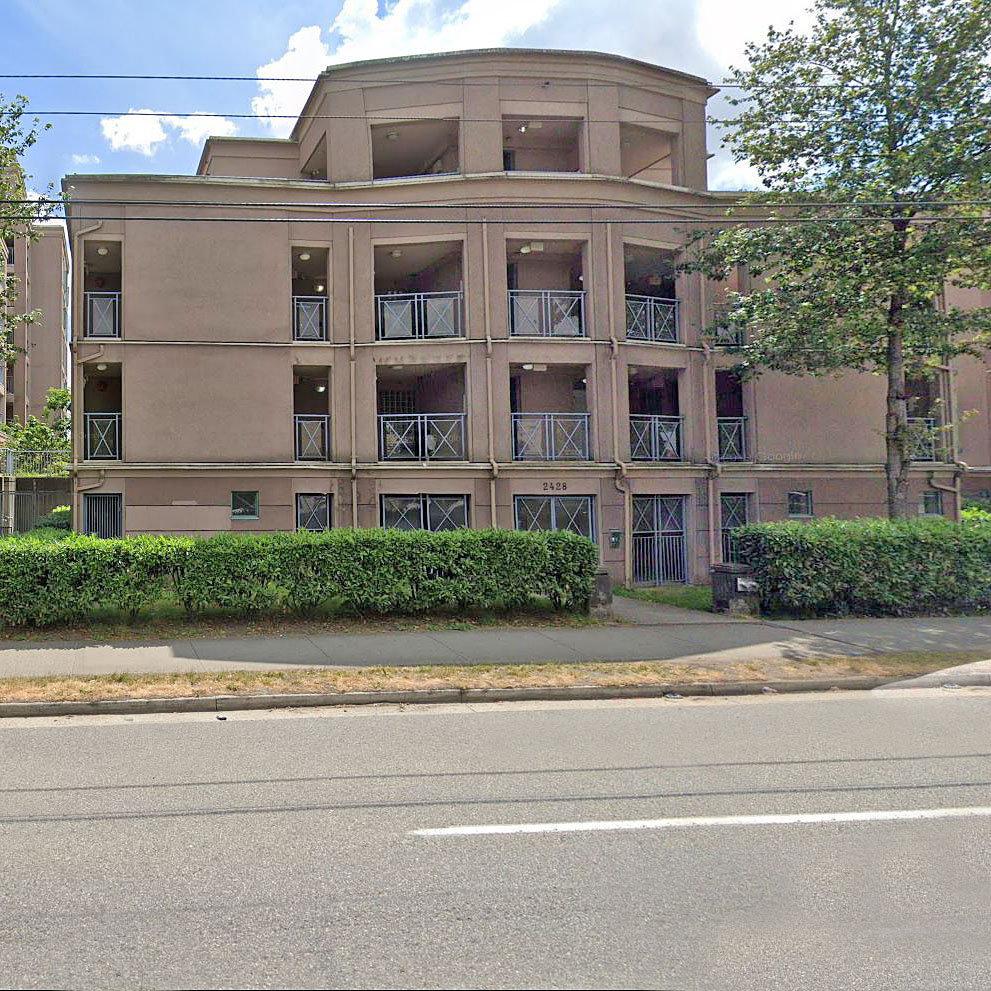 Gardenia Villa - 2428 E Broadway - Typical part of the complex!
