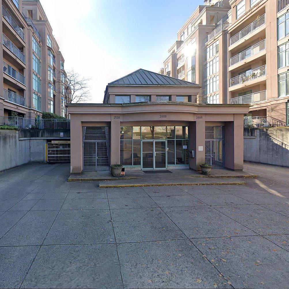 Gardenia Villa - 2468 E Broadway - Typical part of the complex!