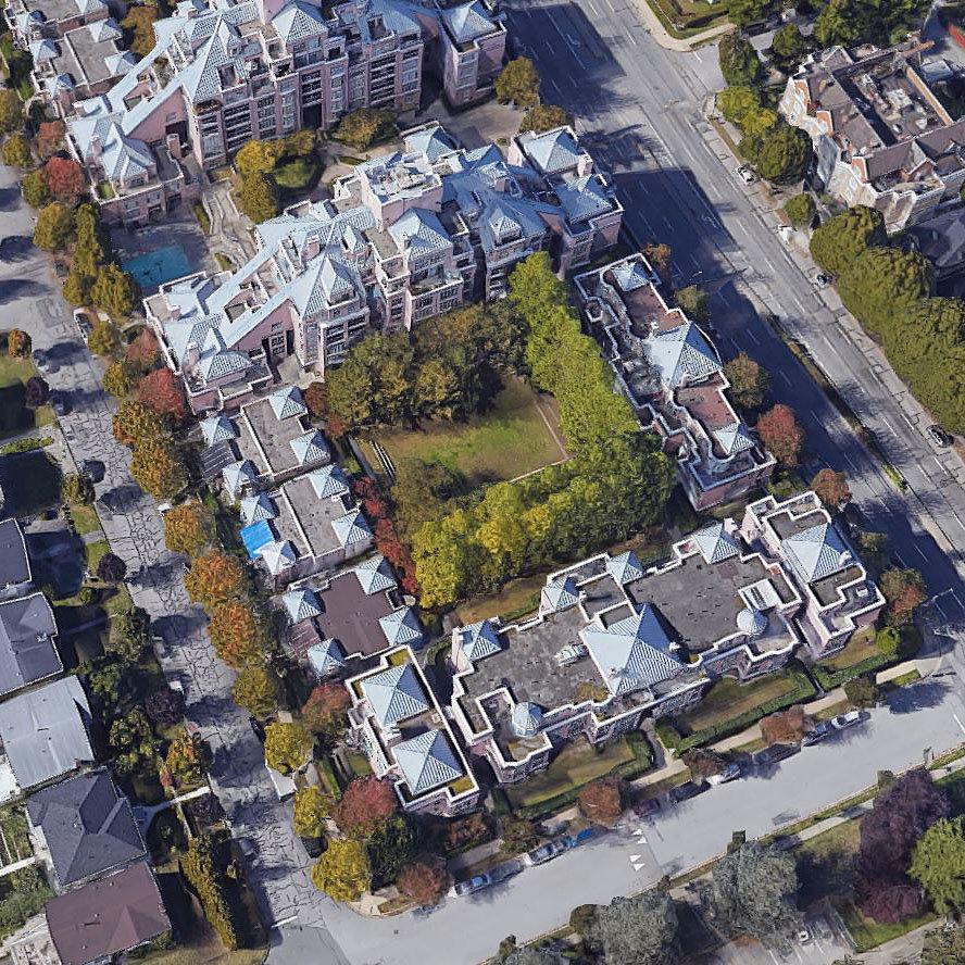 Gardenia Villa - 2533 E 10 Avenue - Typical part of the complex!