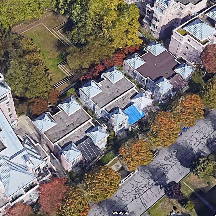 Gardenia Villa - 2583 E 10 Avenue - Typical part of the complex!