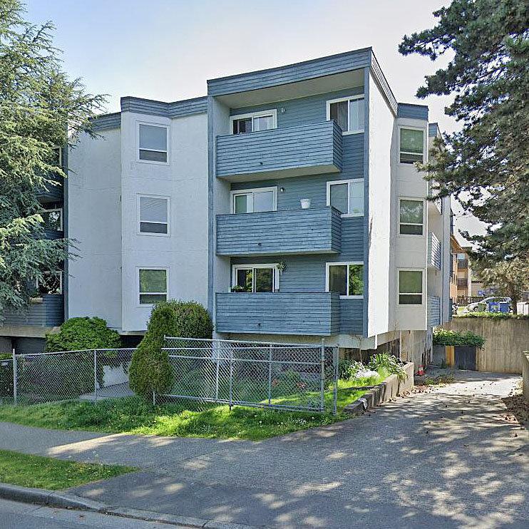 Lakewood Villa at 16 Lakewood Avenue!