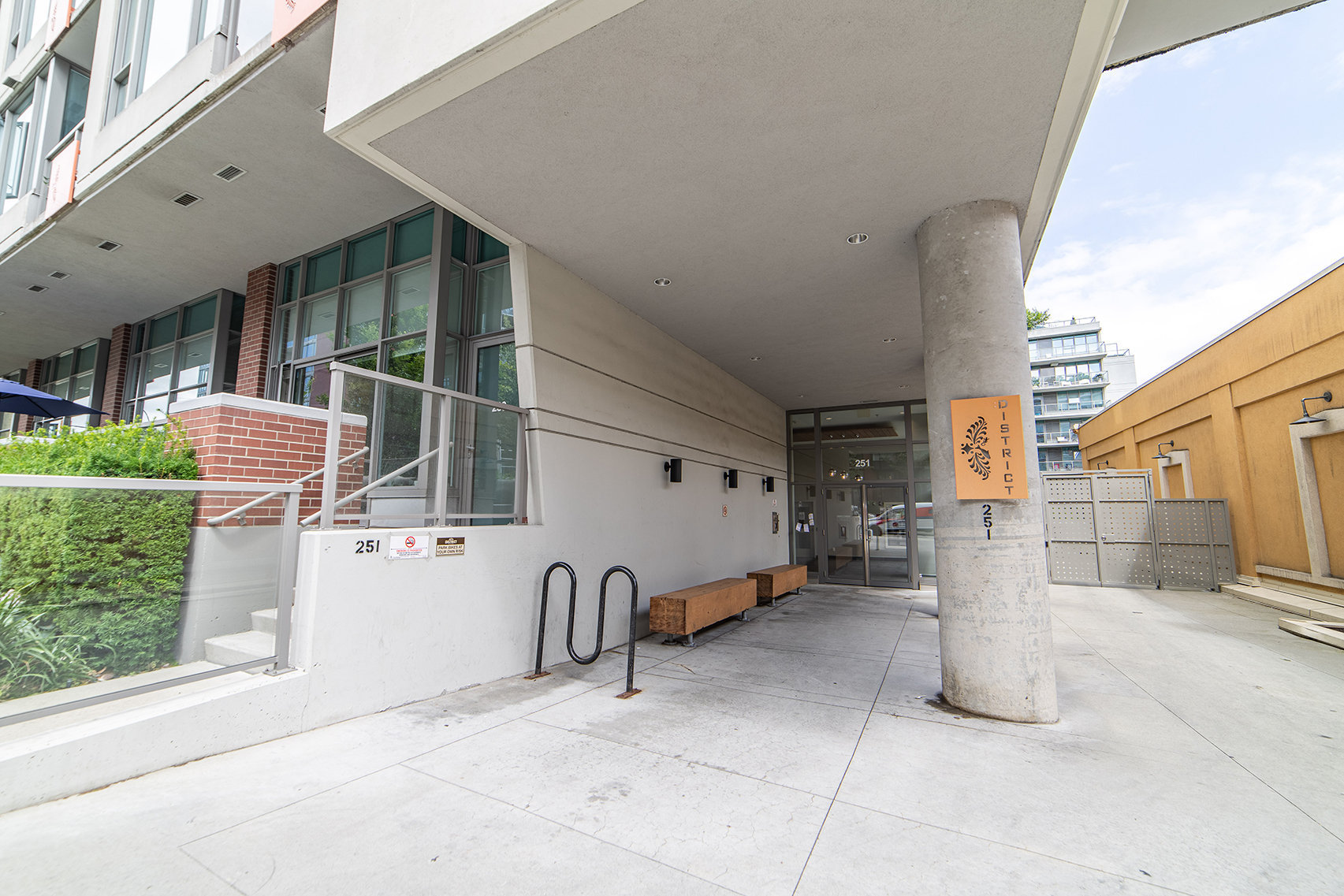 251 E 7th Ave. Entrance!