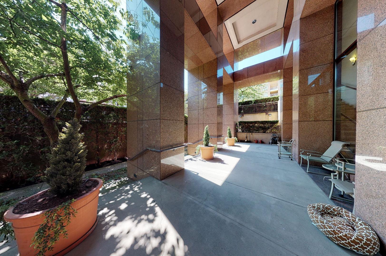 1500 Alberni - Courtyard!