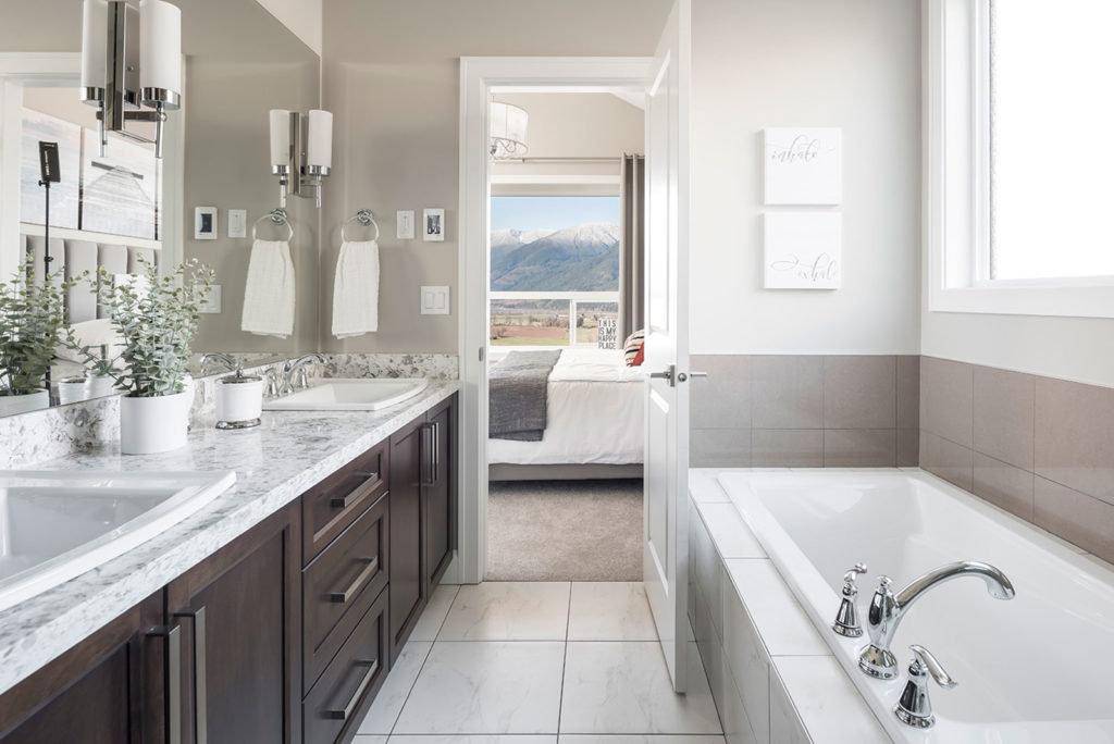 Harrison Highlands - Hatzic - Bathroom!