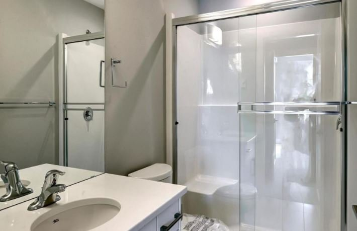 Osprey Landing - 3090 Burtch Road, Kelowna - display bathroom!