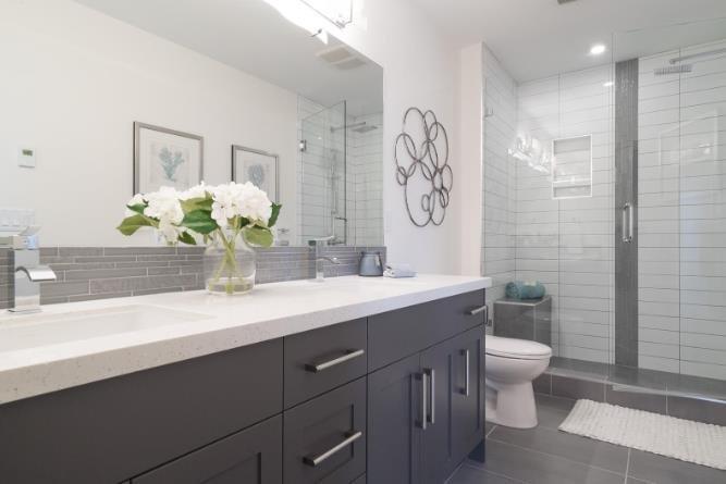 Gyro Beach Townhomes - 3510 Landie Road, Kelowna - Bathroom!