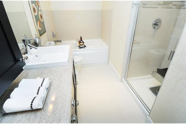 Edgewater - Bathroom!