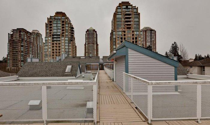 common rooftop deck!