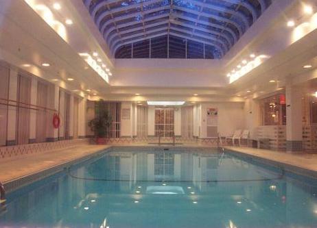 Brookmere Towers - Swimming pool!