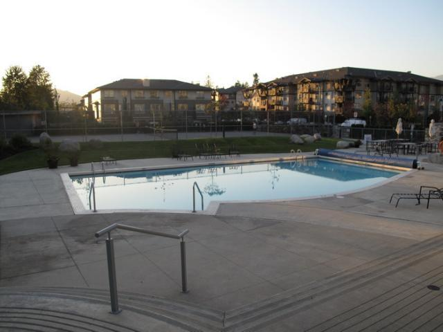 Outdoor Pool !