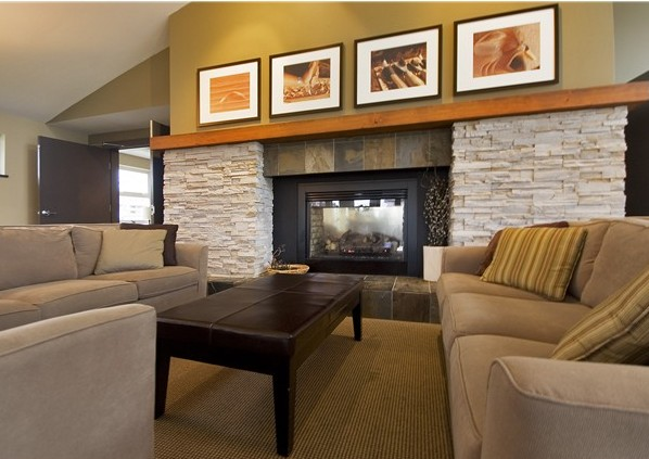 Clubhouse - Fireside Lounge!