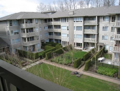 Building Exterior/Garden Area!