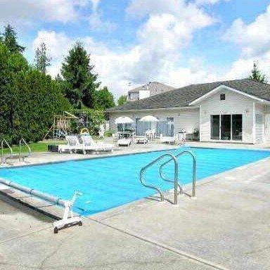 Upton Place - Swimming pool!