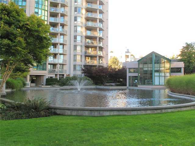 1190 Pipeline Coquitlam BC - Building Exterior/Courtyard !