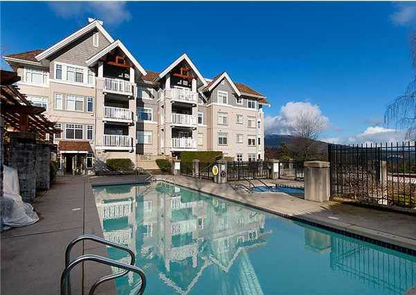 Building Exterior/Outdoor Pool/Hot Tub!