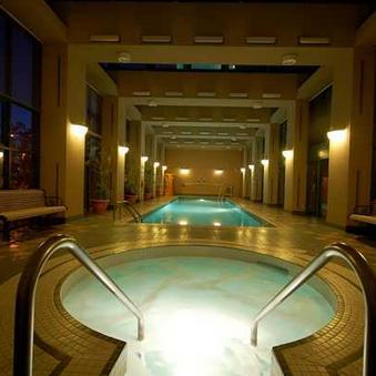 Hot Tub and Swimming Pool!