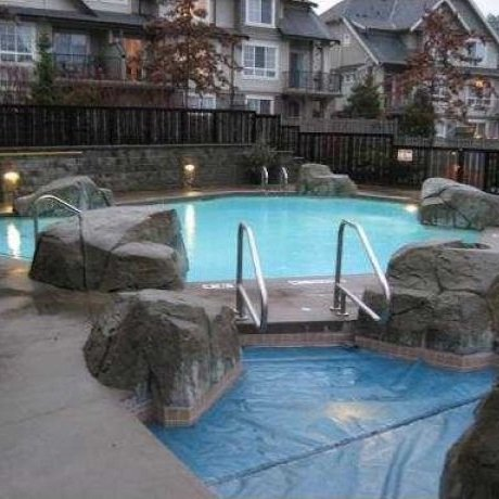 Outdoor Pool and Hot Tub!