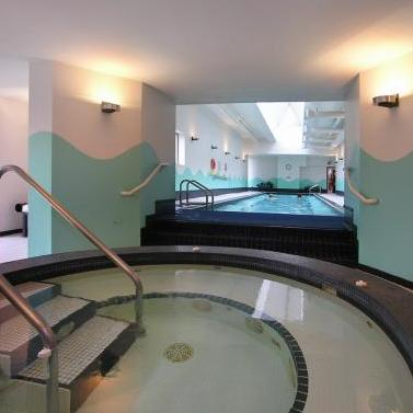 Hot Tub and Pool!