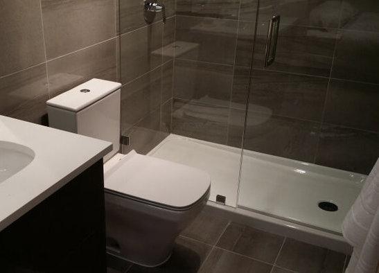 The Spot Display Suite Dark Shower!