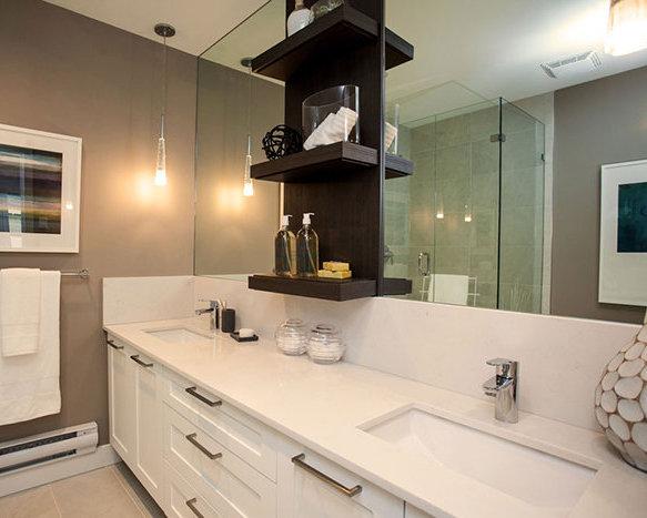 1708 King George BLVD, Surrey, BC V4A 4Z7, Canada Bathroom!