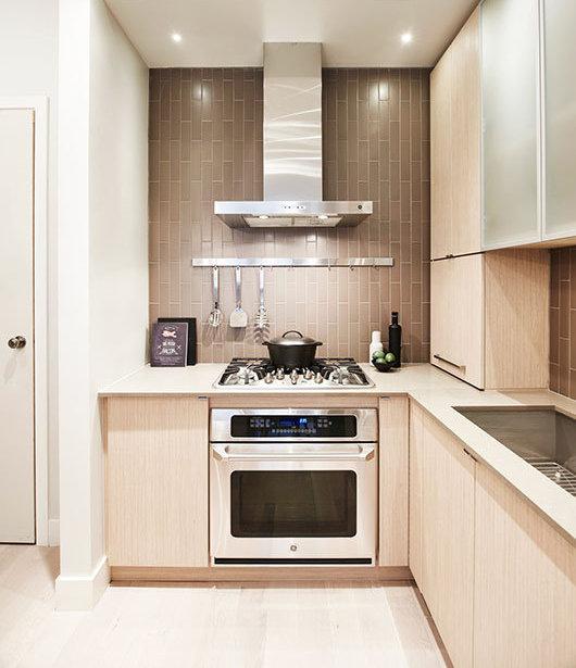 260 Salter Street, New Westminster, BC V3M 0J4, Canada Kitchen!