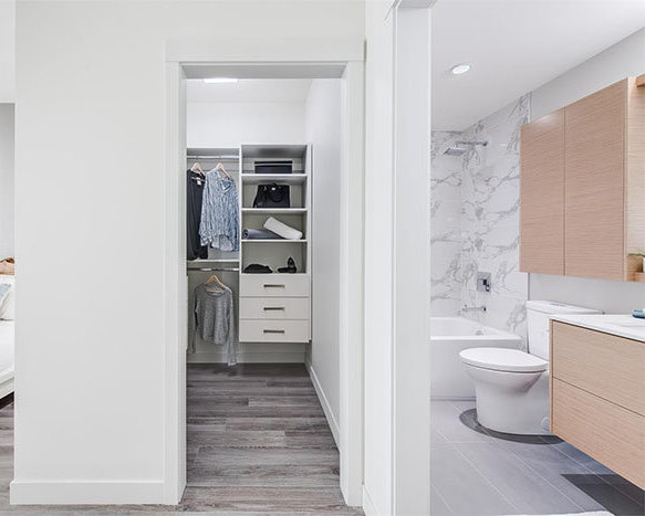 1335 Draycott Road, North Vancouver, BC V7J 1W1, Canada Bathroom and Walk-in Closet!