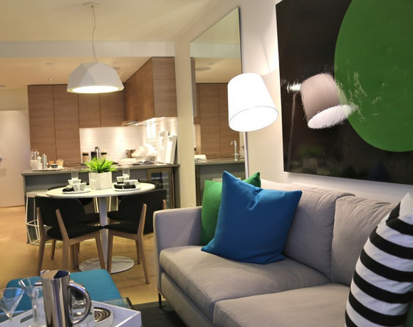 Display Suite Living, Dining, Kitchen!