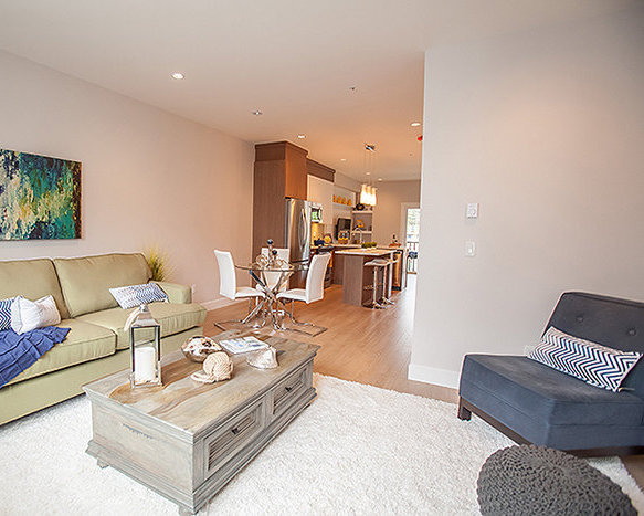 20856 76 Ave, Langley, BC V2Y 0S7, Canada Living Area!