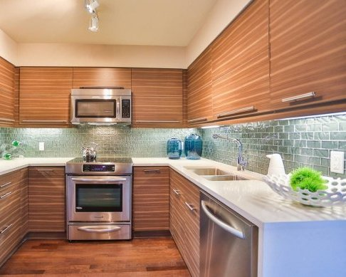700 Marine Dr, North Vancouver, BC V7M 1H3, Canada Kitchen!