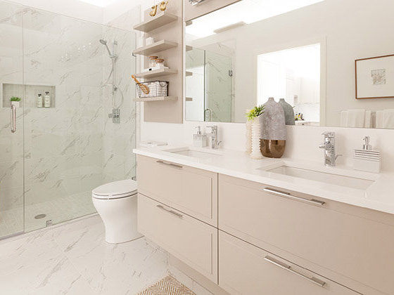 7810 Granville St, Vancouver, BC V6P 4Z2, Canada Bathroom!