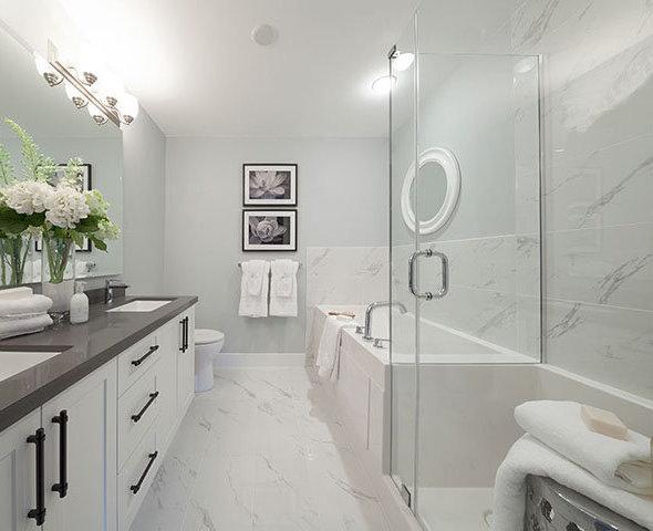 16520 24A Ave, Surrey, BC V3S 3T4, Canada Bathroom!