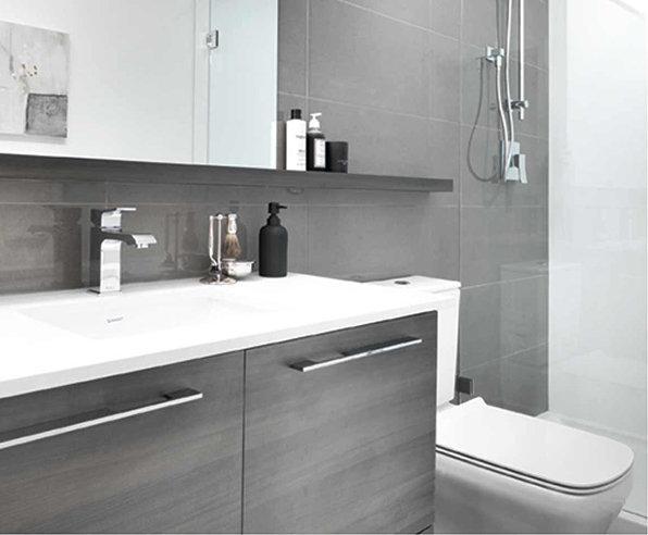 7510 Cambie St, Vancouver, BC V6P 3H7, Canada Bathroom!