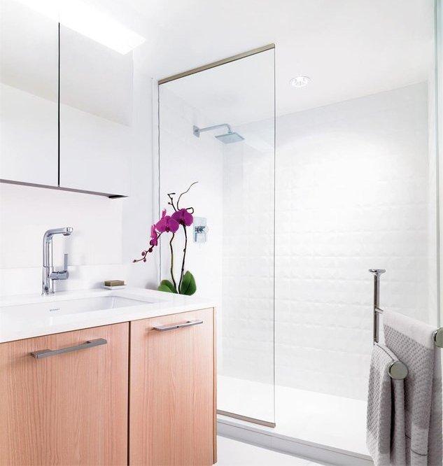 2220 Kingsway, Vancouver, BC V5N 2T7, Canada Bathroom!