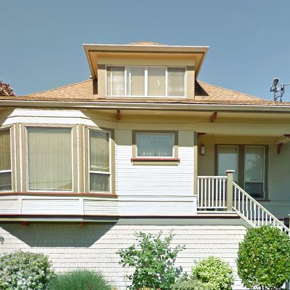 142 Saint Lawrence Victoria BC Building Exterior!