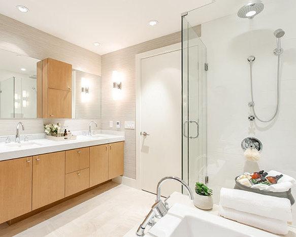 918 Keith Road, West Vancouver, BC V7T 1M3, Canada Bathroom!