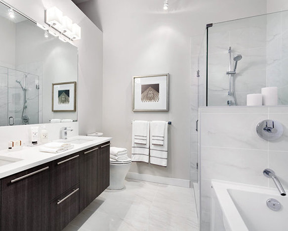 655 West 41st Avenue, Vancouver, BC V5Z, Canada Bathroom!