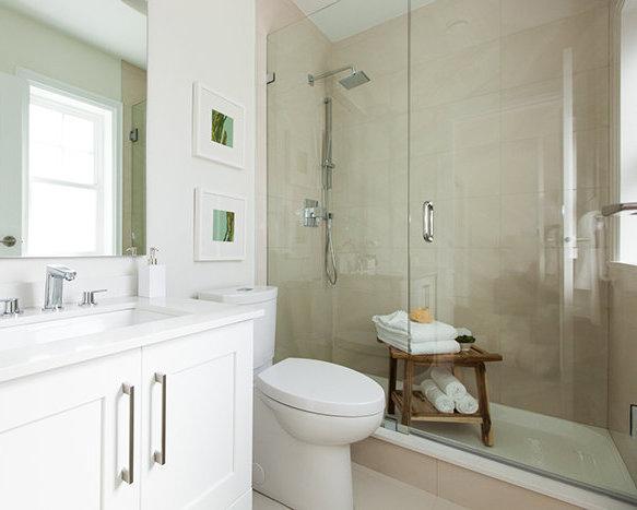 5683 Killarney St, Vancouver, BC V5R 3W4, Canada Bathroom!