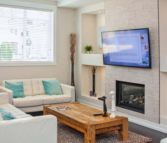 16458 23 Ave, South Surrey, BC V3S 0L8, Canada Cozy living space!